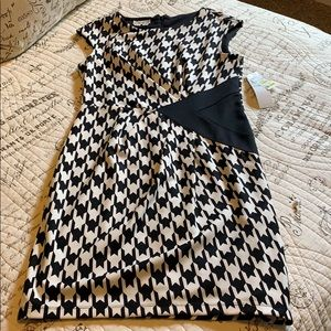 Chic Houndstooth Dress